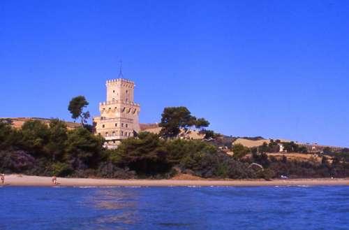 In Abruzzo c'è anche un mare pulito: quattro vele alla #TorredelCerrano
