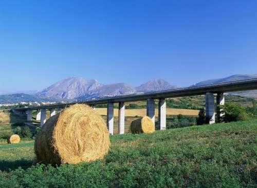 Perché sono le autostrade (e le concessioni) la pietra dello scontro totale tra M5S e Lega