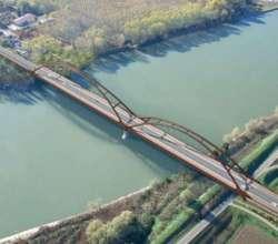 Polemiche archiviate: il ponte sul Po si rimette in marcia