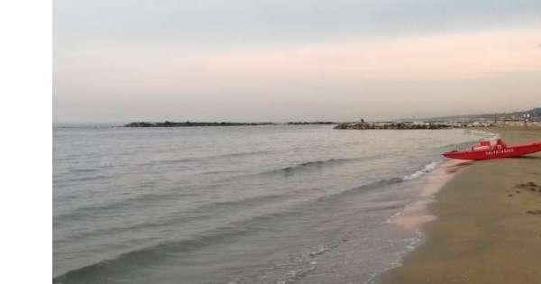 Pescara,stop bagni a confine Francavilla