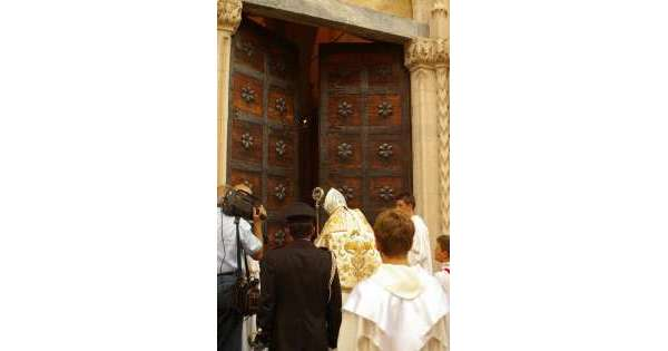 ANSA 13 08 2019 :                        Perdonanza, domani apre Porta Santa Atri