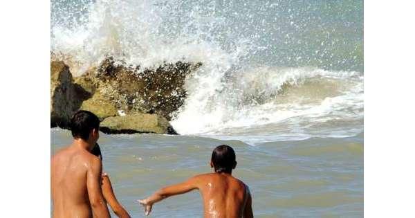 ANSA 17 08 2019 :                        Rischia di annegare, 70enne salvato