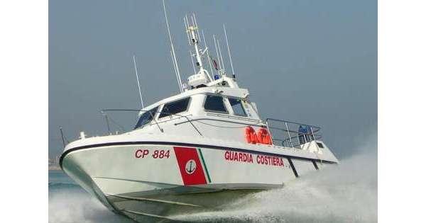 ANSA 19 08 2019 :                        Uomo trovato morto in mare con ferite