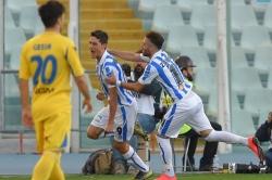 Un triplo Pettinari non basta al Pescara: pari show col Frosinone