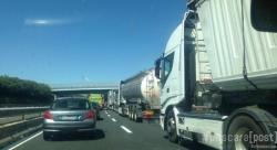 A25, auto a fuoco e tamponamento a catena. Chiuso tratto tra Cocullo e Pratola Peligna-Sulmona