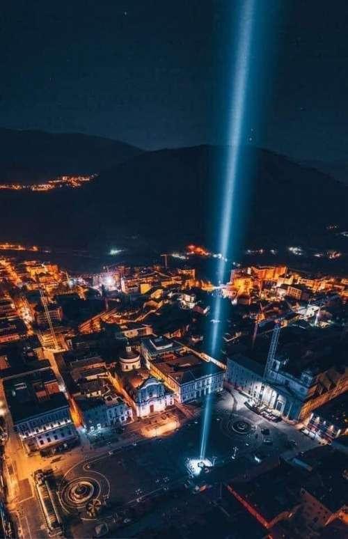 Sisma L'Aquila. MIGLIAIA DI CANDELE IN TUTTA ITALIA
