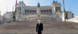 25 Aprile. L'omaggio solitario di Mattarella all'Altare della Patria - Video