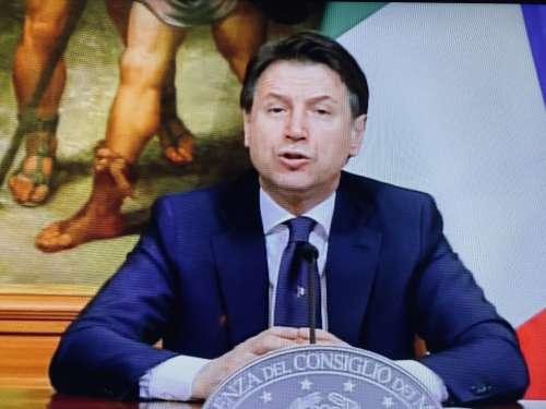 """Conte ha annunciato il nuovo Dpcm della Fase 2: """"Se ami l'Italia mantieni le distanze"""""""