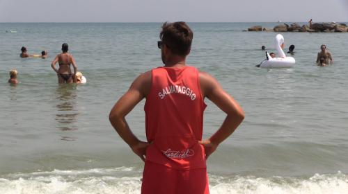 I bagnini non possono piu' salvare vite in spiaggia