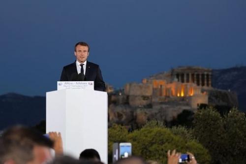 Macron si fa sovranista e