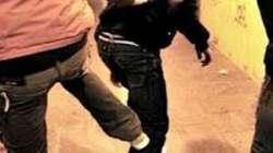 Massacrato di botte da un africano davanti al figlio minore
