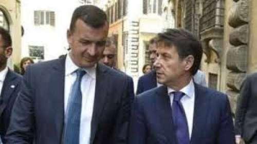 Per il duo Conte/Casalino sembra sia suonata la campana dell'ultimo giro