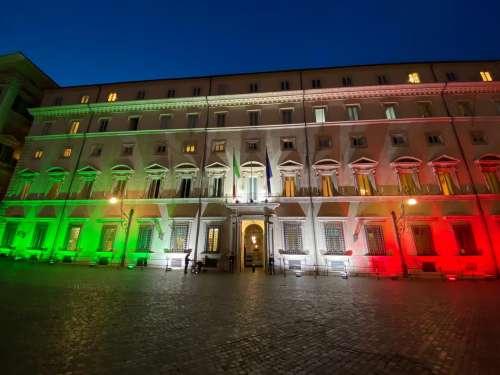 """È con la """"variante Berlusconi"""" che Conte crede di rintuzzare Renzi. Ma forse stavolta si sbaglia"""