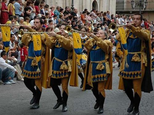 Quanto Abruzzo al Columbus Day, con la Giostra Cavalleresca di Sulmona