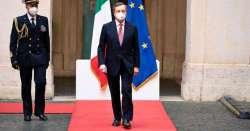 Draghi ha fiducia. La politica, spaventata, applaude. Poi si vedrà