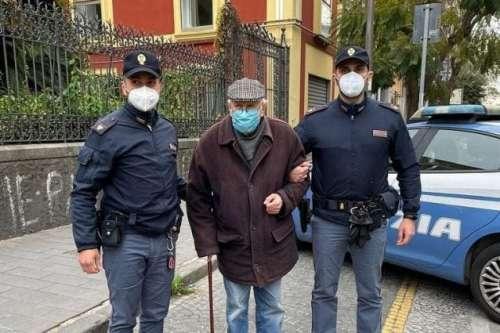 """Napoli. """"Devo fare il vaccino ma non so come andare"""". La storia di Antonio, 89anni"""
