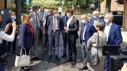Il Sottosegretario Andrea Costa in visita a Teramo nella sede dell'IZS