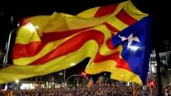 Crisi catalana: sciopero generale di protesta blocca strade e ferrovie in tutta la Catalogna