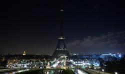 Francia: il presidente Macron ricorda gli attentati di Parigi all'insgena della sobrietà