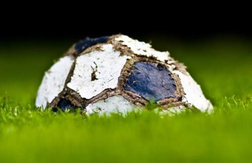 Quel pallone tricolore sgonfio che fa male al tifo e al pil