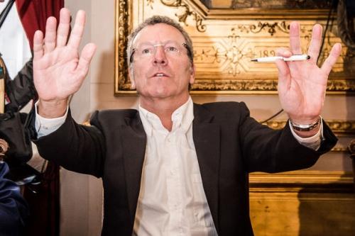 Belgio, tensione a Bruxelles dopo le dimissioni del sindaco per uno scandalo di mazzette