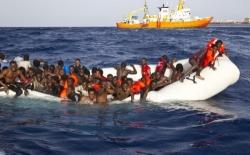 Libia, non cambia niente: altro gommone di migranti intercettato