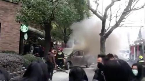 Minivan sulla folla: incubo Isis a Shanghai