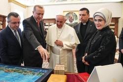 La politica dello struzzo e la vacatio delle intellighenzie sulle vergogne turche