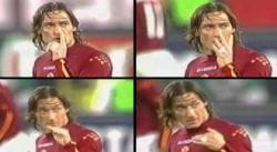 Tutti a casa, l'invito di Totti che vale per il pallone come per il Pd d'Abruzzo