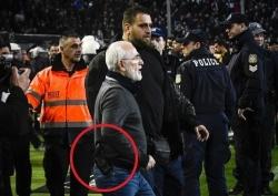Grecia, entra in campo con la pistola: Presidente del Paok Salonicco rischia l'arresto