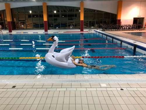 San Giovanni Teatino, grande successo per lo staffettone in piscina