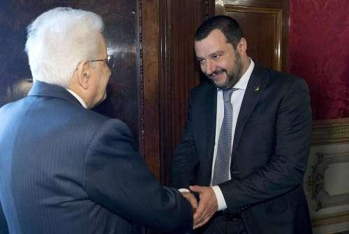 Le paure dei Cinquestelle e la corsa di Salvini: c'è bisogno di tempo. E Mattarella lo sa