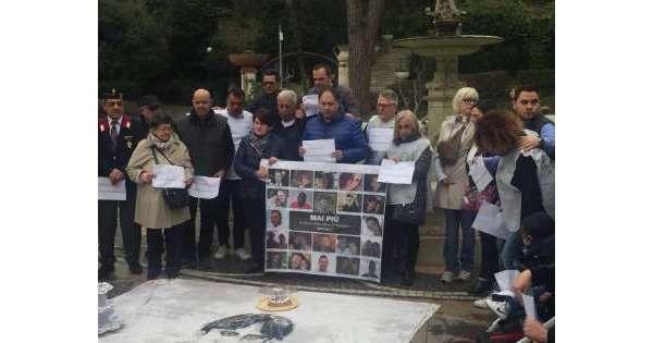 Rigopiano: Chieti, flash mob per agente