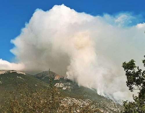 Incendi sul Morrone, la Regione non paga i vigili del fuoco. E tra poco è di nuovo estate