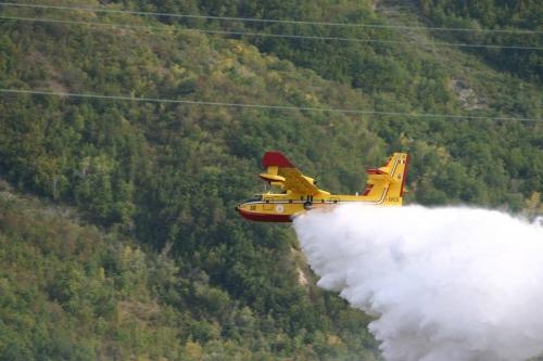 Incendi, in Abruzzo a disposizione solo due mezzi, si fa largo l'ipotesi acquisto elicotteri.