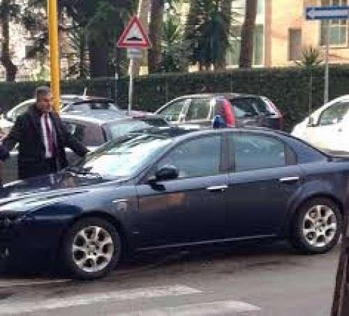 Il senatore Fregoli e l'auto blu