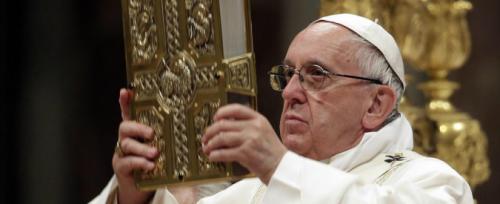 Il Papa accusato di aver protetto preti sospettati di pedofilia in Argentina ed Italia