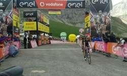 An To si esibisce alla partenza del Giro d'Italia
