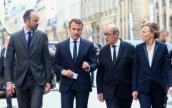Francia, il governo Macron davanti alla sua prima crisi