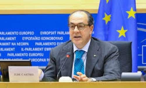 Dall'europarlamento all'ateneo di Teramo: ecco chi premia De Castro