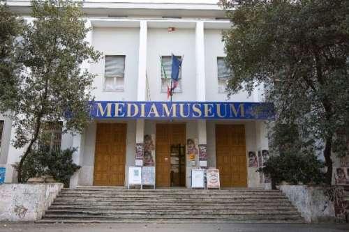 Quasimodo operaio di sogni, una mostra fotografica a Pescara
