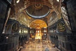Santa Sofia, la clava religiosa per l'ultima provocazione di Erdogan: la vuole moschea