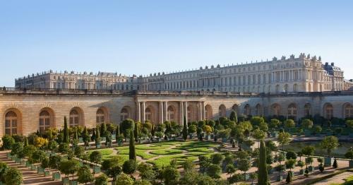 Francia, Macron pensa di convocare il Congresso a Versailles