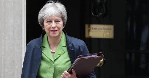 Qualcuno salvi la regina e il governo inglese...