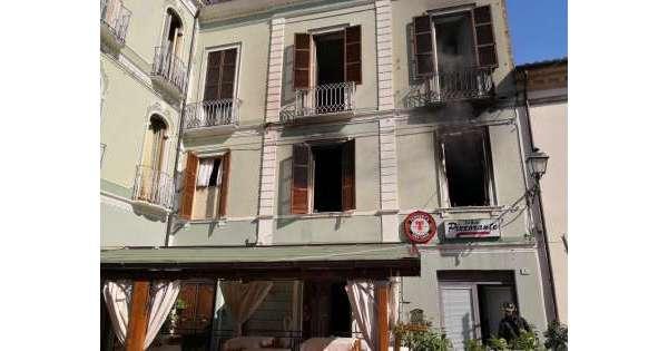 Incendio in albergo, in salvo 4 persone