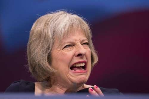 Brexit, la May finalmente batte un colpo (stop ai lavoratori Ue)