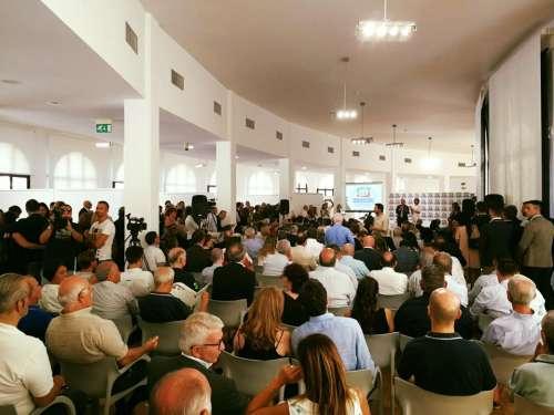 Perché da Pescara Tajani apre al civismo e allontana la liquidazione di Forza Italia