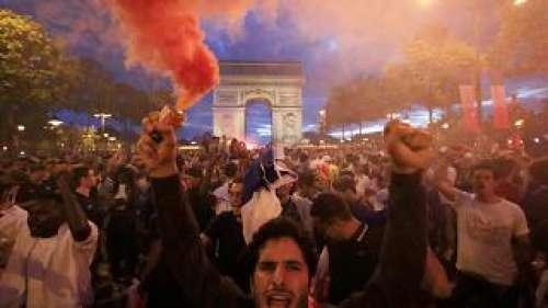 """Non è Napoli né Scampia: ecco chi ci ha rimesso nei festeggiamenti """"mondiali"""" francesi"""