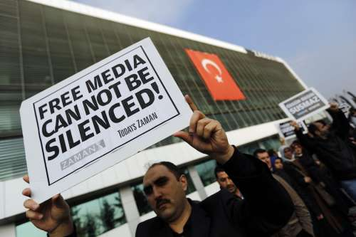 La fifa fa 90: Erdogan inizia a liberare i prigionieri