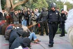 Pescara: aggredisce gli agenti in pieno centro. Fermato con spray urticante